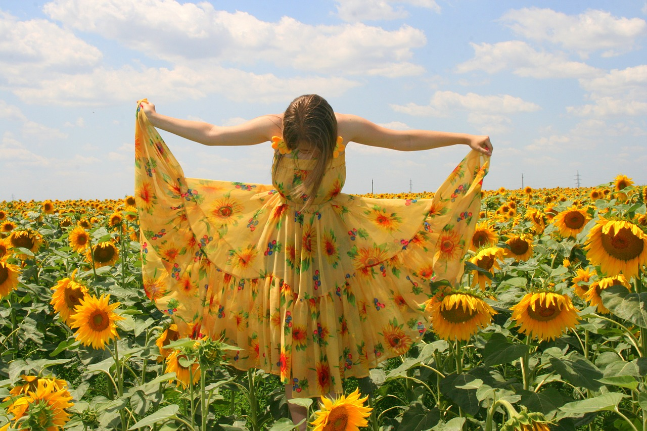 sunflower-girl-bow to sunfield