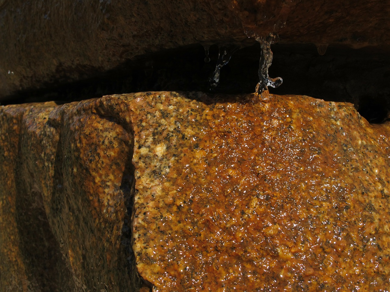 Crevice-Water-Rock